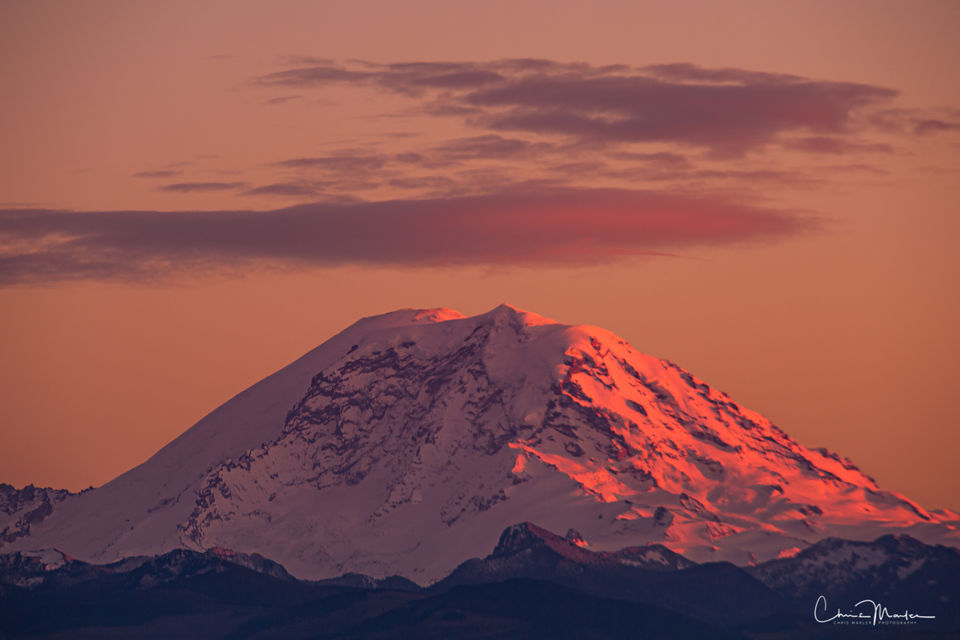 pretty in pink, Mt Rainier national park, mt rainier from Seattle, mountain alpenglow, mt rainier at sunset